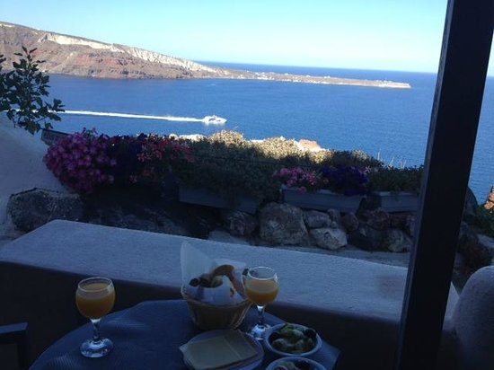 Theodora Suites : Best spot in Oia- our lovely terrace!