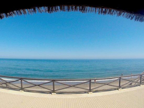 Gran Hotel Elba Estepona & Thalasso Spa: Vue de la plage