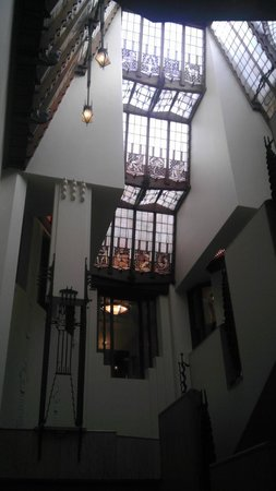 Grand Hotel Amrath Amsterdam: Stained glass windows from main staircase