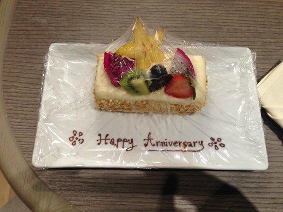 Grand Mercure Phuket Patong: Cake on arrival