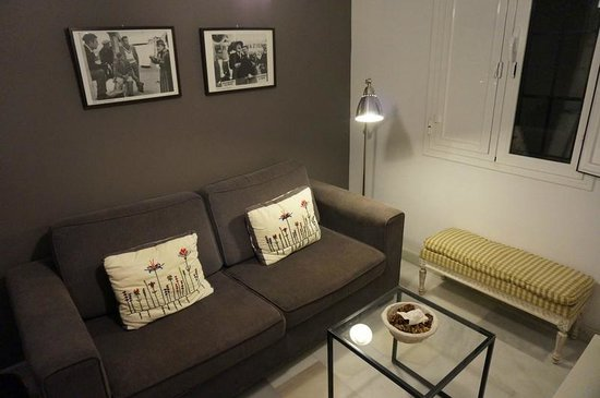 Apartamentos Mariscal: Living room area (very little free space when you factor in the coffee table and the TV)