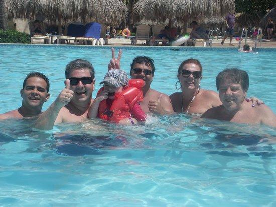 Iberostar Punta Cana: Brindando a alegria na piscina!