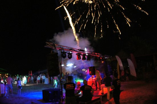 Papillon Belvil Hotel: Beach Party and Fireworks