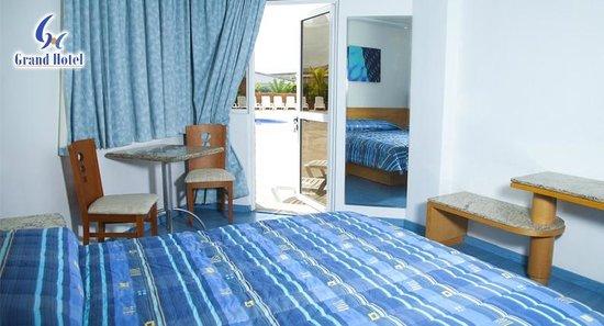 Grand Hotel: Habitación con salida a la piscina