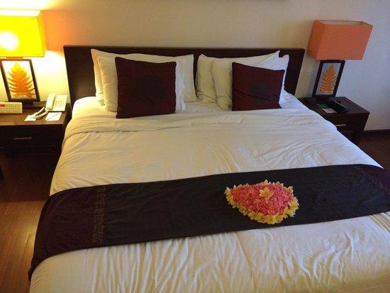 Grand Aston Bali Beach Resort: Chambre et cœur pour lune de miel