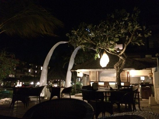 Grand Aston Bali Beach Resort: Bar côté mer très romantique