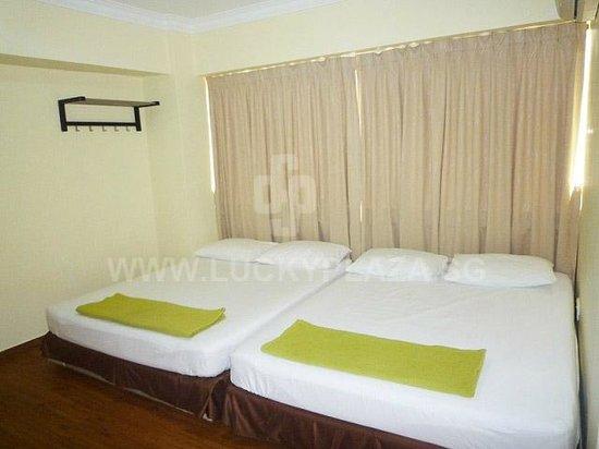 Budget Hotel: common room