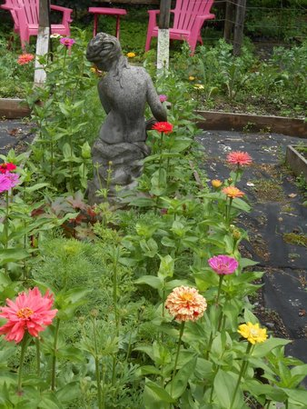 Catskill Rose Lodging & Dining: get hangout space in veg garden