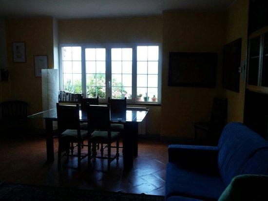 Granum Salis Bed & Breakfast: Pessima foto. Questa é la sala, per chi lo desidera,  per vedere tv, leggere, ascoltare musica.
