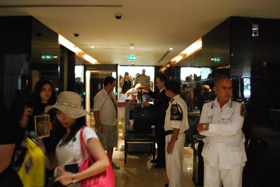 Fairmont Cairo, Nile City: Security upon entry