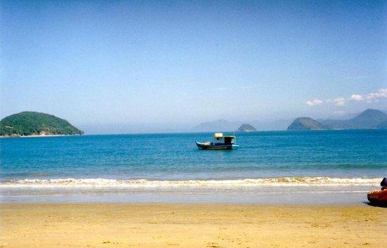 Almada Beach: O mar aqui quase sempre é uma piscina....