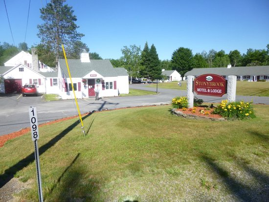 Stonybrook Motel & Lodge: View of Property from Road