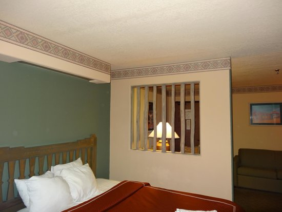 Sagebrush Inn & Suites : The room