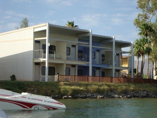 The Nautical Beachfront Resort: Cove Rooms