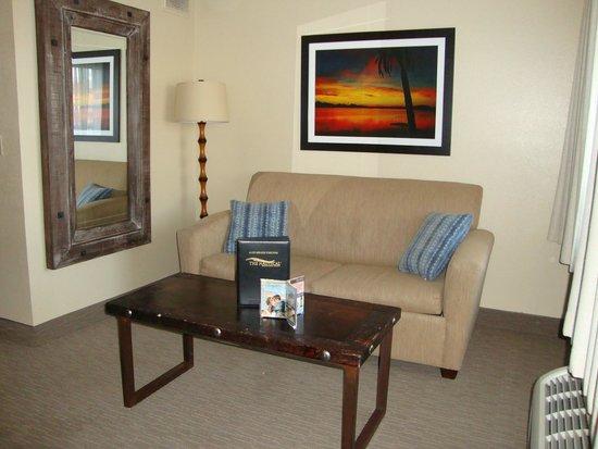 The Nautical Beachfront Resort : Sitting Area in room