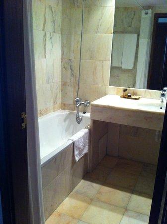Evora Hotel: Bathroom