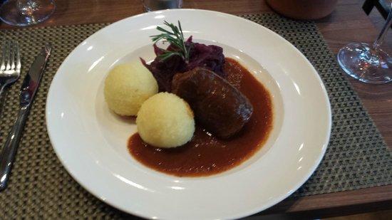 Weinwirtschaft Leipzig: Rolled beef sauerbraten and dumplings