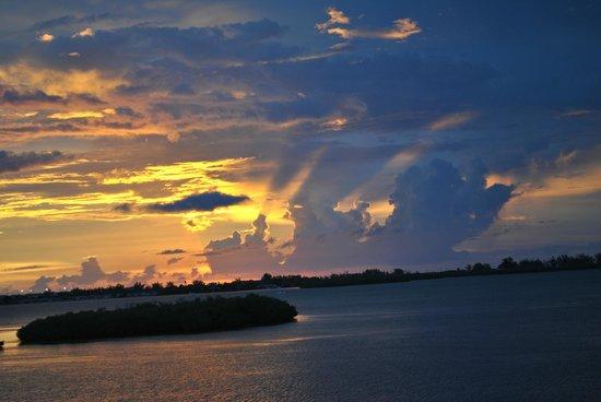 Key West Marriott Beachside Hotel: Sunset from balcony