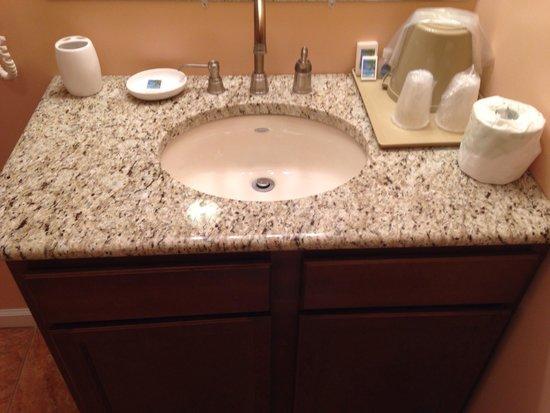 Jefferson Inn & Suites: Bathroom Sink