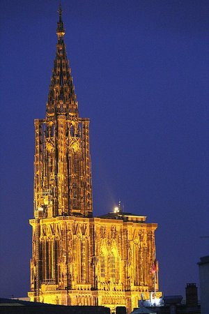 BEST WESTERN Hotel De France by HappyCulture : the spire at night from our room