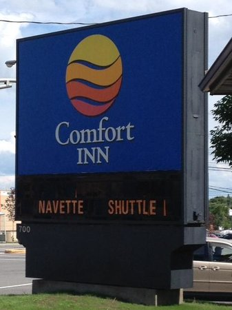 Comfort Inn Montreal Aeroport: Entrance to the hotel