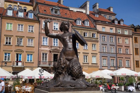 Warsaw Mermaid: Beautiful square & the mermaid is one of a kind,loved it.