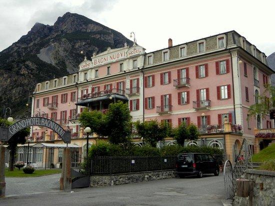 Grand Hotel Bagni Nuovi: L'esterno della struttura