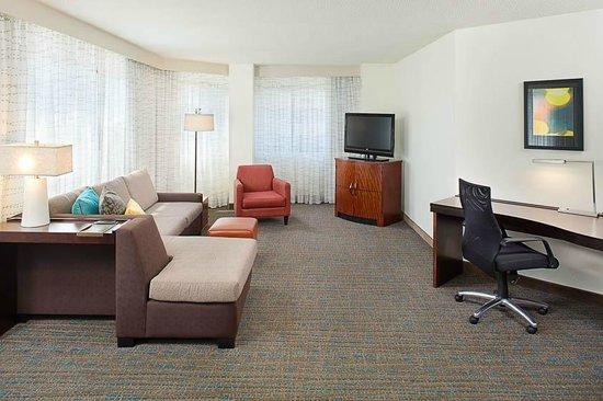 Residence Inn White Plains Westchester County: Corner Suite Living Room