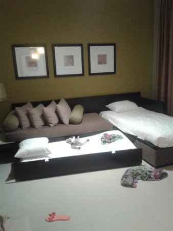 Azul Beach Resort Riviera Maya : bedding after two days. pillows three.