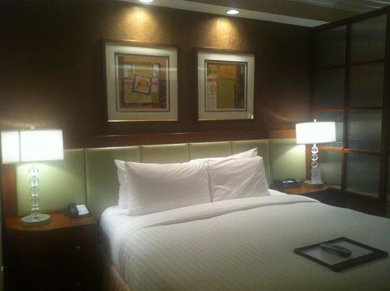 Signature at MGM Grand: King bed