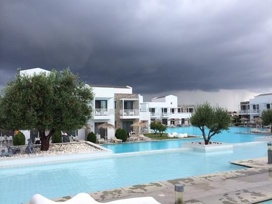Diamond Deluxe Hotel & SPA - Adults Only : vista interna dell'Hotel durante una giornata di tempesta