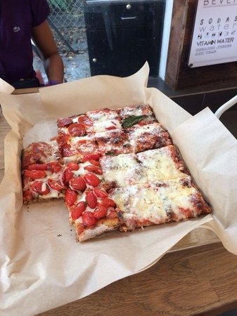 Blocks Pizza Deli : Daje co sta pizza!!! È buonissima!!!