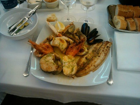 RESTAURANTE GUILLEN: Grilled seafood and fish!