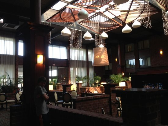 Best Western Premier The Central Hotel & Conference Center : Lobby.  Very welcoming!