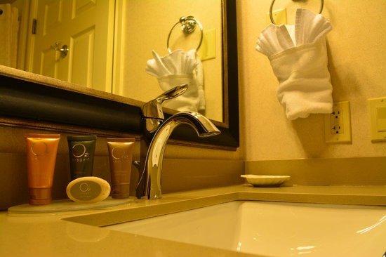 Best Western Plus Cottontree Inn: Bathroom