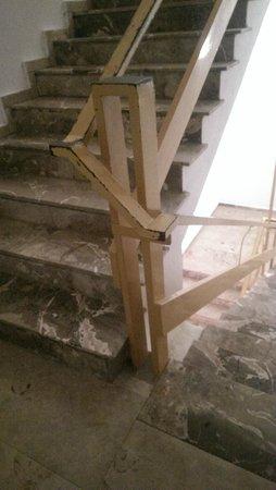 Amada Colossos Resort: communal stairs. Seriously? 4 star???