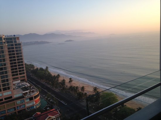 Sheraton Nha Trang Hotel and Spa: Morning sunrise from our balcony