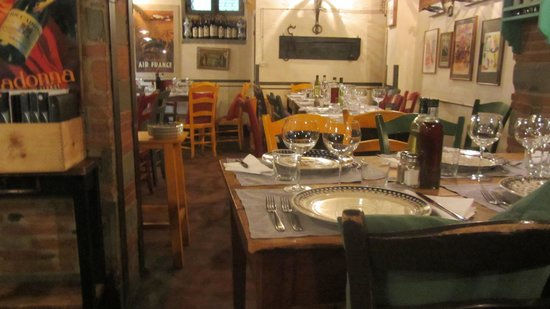 Trattoria dei 13 Gobbi : Dining Room before it got CROWDED