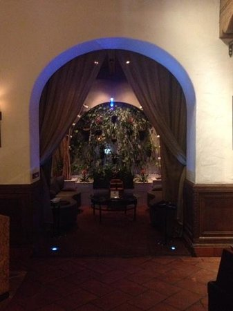 Hotel Andaluz: casbah in lobby