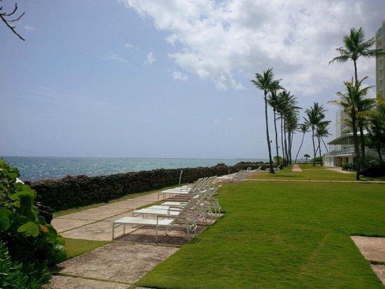 The Condado Plaza Hilton: nice open waterfront