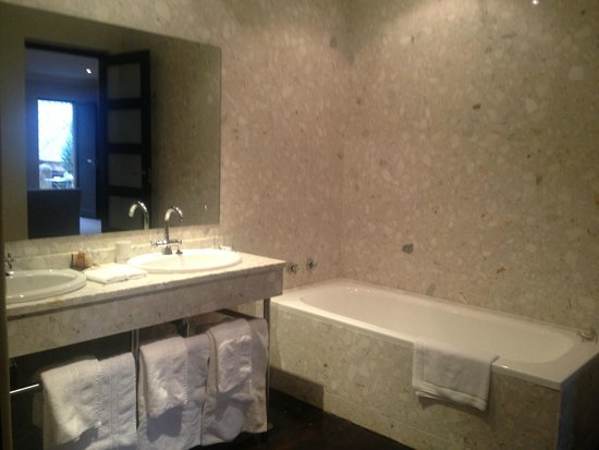 The Windermere by Mantis: bathroom