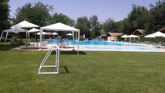 Complejo La Ciguena: piscina