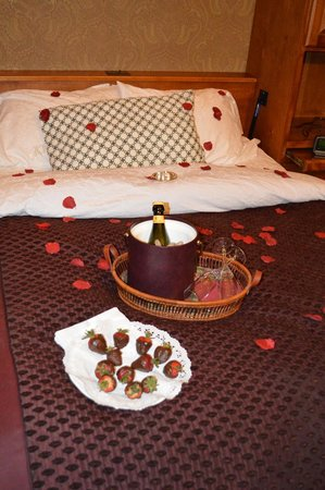 Berry Manor Inn : Romance Package