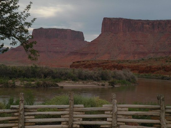 Red Cliffs Lodge: Sunrise
