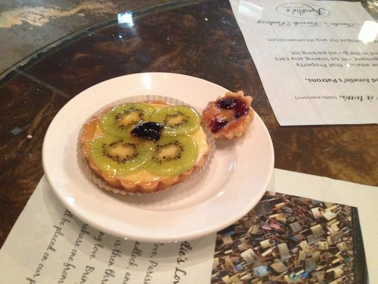 Amelie's French Bakery : Tart