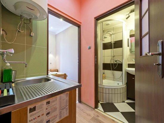 Hostel 70s : Queen 3