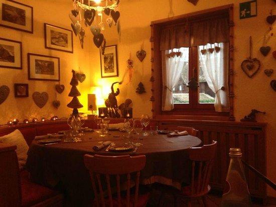 Tavolo Rotondo Picture Of Ristorante Chalet Plan Gorret