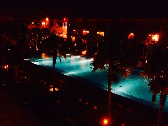 Hotel Les Jardins de l'Agdal : Pool at the night time