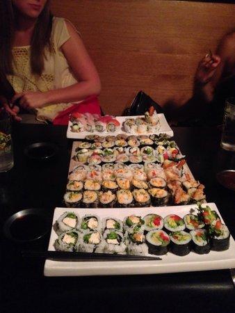 Wasabi Sushi Bar: Lots of sushi :)