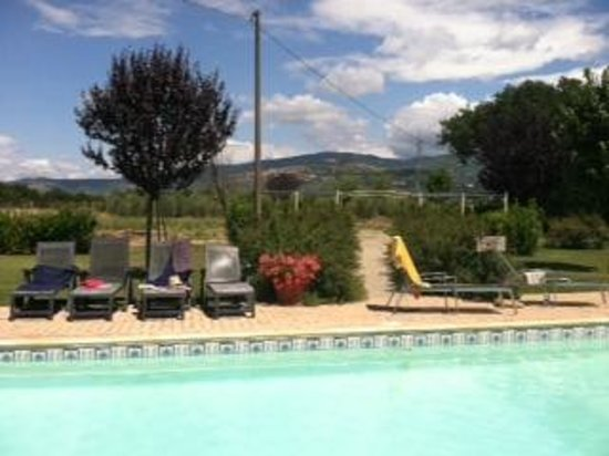 Villa Toscana La Mucchia: view from the pool of the countryside